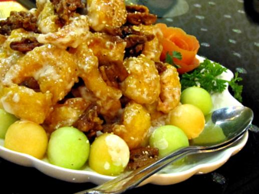 Honey Glazed Walnut Shrimp | Candied walnuts with sesame see ...