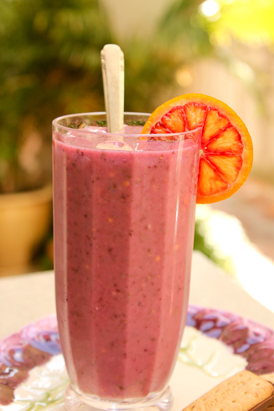 guava blood orange smoothie, green smoothie, Valentine's smoothie